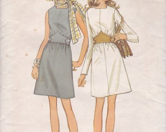 1970s Shaped Waist Dress Pattern Butterick 5747 Size 8