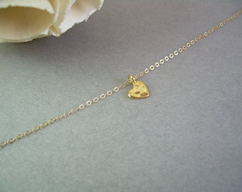Dainty Heart Necklace / Delicate Gold Heart Pendant / Tiny Hammered Heart Necklace / Delicate Gold Necklace / Gold Dainty Heart AD015