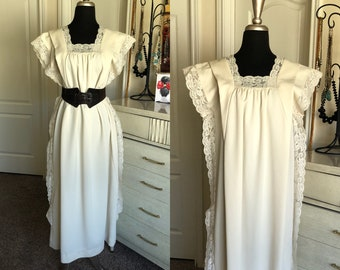 Vintage 1970's Cream Bohemian Dress Trimmed in Lace One Size