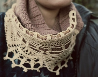 Wool scarf with lace