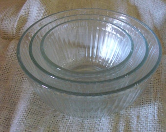Pyrex Ribbed Set of 3 Mixing Bowls