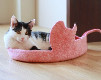 Cat bed - cat cave - cat house - eco-friendly handmade felted wool cat bed - red with natural white cat sleeping place, cozy pet lovers gift