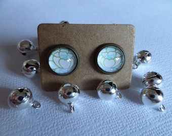Green and white flower cabochon earrings