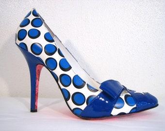 BETSEY JOHNSON HeeLS Polka Dots Shoes Blue White Retro Stiletto Pumps Vintage 9