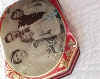 Royal Family 1930s tin litho candy tin