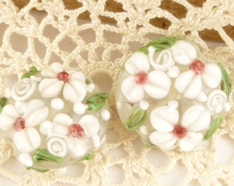 Delicate White Floral Flower Lampwork Beads (2)