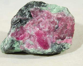 A 100% Natural Red RUBY Crystal In A Deep Green Zoisite Matrix! Tanzania 141gr
