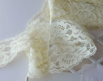 "4 yards pale yellow lace trim 1-1/4"" wide"