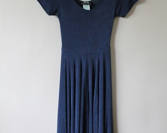 90s Jersey Dress with scoop neck and midi skirt, size small or medium
