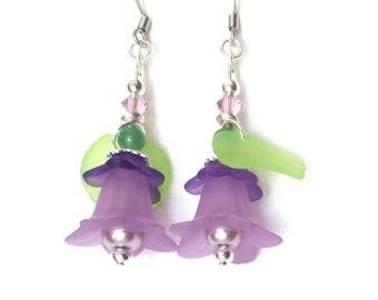 Purple Flower Earrings/ Lucite Flower Earrings/ Light Purple Drop Earrings/ Lavender Floral Earrings/Green Leaves/Silver and Violet Earrings