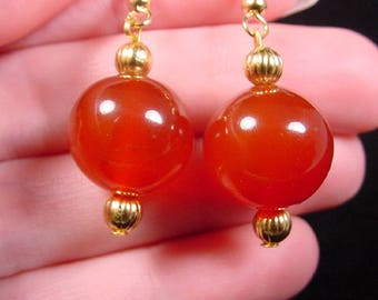 14mm Orange CARNELIAN one bead gemstone on gold tone beaded dangle wire hook earrings EE447-m