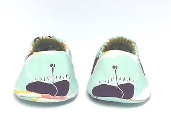 0-3mo RTS Baby Moccs: Mint & Aubergine Flower / Crib Shoes / Baby Shoes / Baby Moccasins / Vegan Moccs / Soft Soled Shoes / Montessori Shoes
