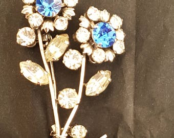 Beautiful Unsigned Vintage Flower Rhinestone Brooch in Silver and Blue