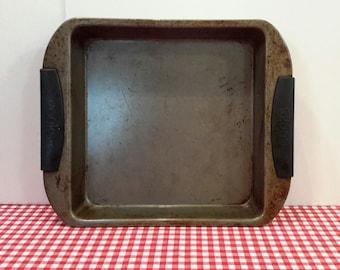 Vintage Square Cake Pan, Brownie Pan, Metal Baking Pan, Farmhouse Kitchen, Pan Photo Prop