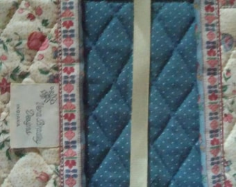 Vera Bradley Indiana Cream Book Cover Mint Condition very rare extremely hard to find Condition No Signs of Use No Issues