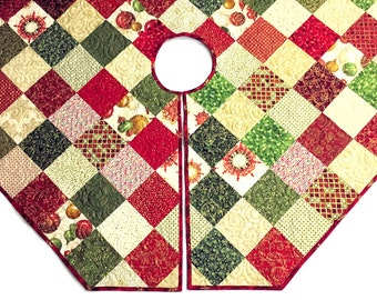 Octagon Quilted Christmas Tree Skirt, Red and Gold Tree Skirt Quilt, Elegant Christmas Quilt Decor, Quiltsy Handmade Winter's Grandeur Skirt