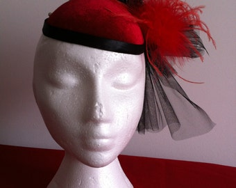 fascinator in black and red,wedding fascinators and hats,mother -of-the-bride fascinators,Kentucky derby,Triple Crown race