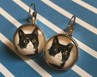 Black and white cat glass cabochon earrings - 16mm