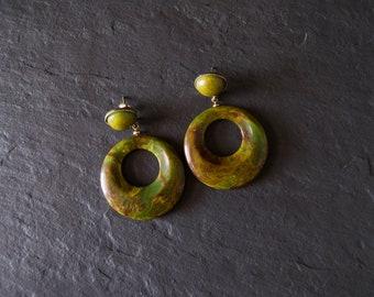 vintage 1960s bakelite drop earrings