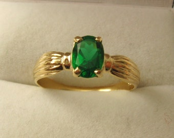 Genuine SOLID 9ct YELLOW GOLD Emerald Ring
