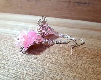 Filligraan Earrings light pink and silver flower earrings mat Pink and crystal