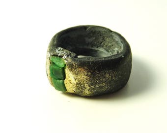 Emerald ring - black resin ring with tiny raw emeralds- friendship ring- raw stone ring- raw crystal ring- size 9.5 emerald ring