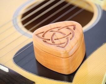 Guitar Pick Box, Celtic Trinity Knot, Pattern G6 deep, Solid Cherrywood, Laser Engraved, Paul Szewc
