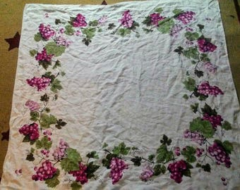 Vintage Luther Travis Grapes Square Tablecloth