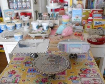 Scalloped Cupcake / Cake Stand - 1:6 Scale Miniature