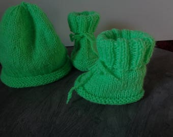 ALL baby Hat hand knit booties