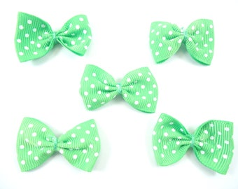 5 Green bows with dots to stick or sew