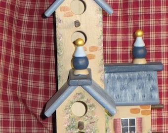 Triple birdhouse cottage