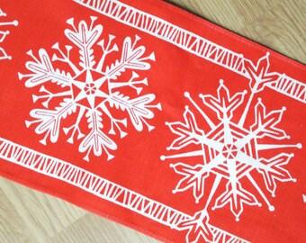 Swedish retro vintage 1950s printed red/ white cotton christmas snowflake motive design tabelcloth runner