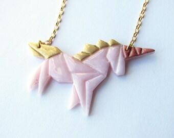 Collier licorne origami rose et dorée en pâte fimo et laiton