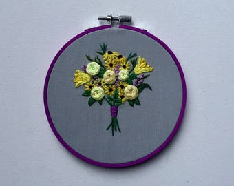 Floral bouquet embroidery hoop art, flower embroidery hoop art, gift for her, gift for mom, wedding embroidery, wife, MADE TO ORDER