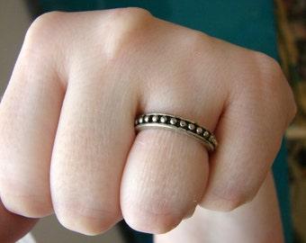 Vintage silver dot ring- size 7