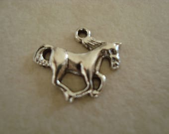5 Silver galloping horse charms