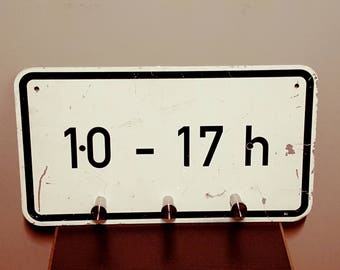 Small wardrobe from road sign (10-17h)