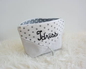 Trousse de toilette personnalisable grise à étoiles avec pompon idée cadeau noel enfant ou femme