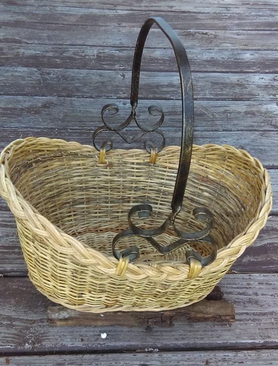 vintage wicker basket metal handle woven gathering basket. Black Bedroom Furniture Sets. Home Design Ideas