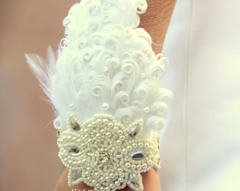 White feather corsage, wrist corsage, white corsage, prom corsage, first communion, 1902s corsage, Gatsby corsage, 1920s wedding, corsages