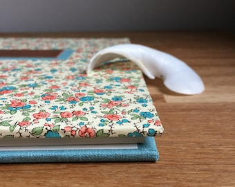 vintage style flowers guestbook - 30 cm sq