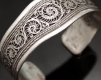 Silver bracelet with spiral pattern