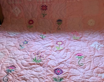 Quilt with embroidery flowers and lace