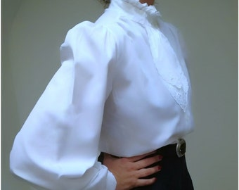 Romantic blouse, romantic vintage blouse, vtg white blouse, vintage neck and shoulders