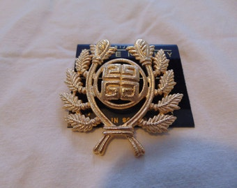 mint,nwt Givenchy brooch vintage gold textured unused heraldic