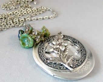 Woodland Emerald,Rustic Necklace,Emearld Necklace,Emerald Locket,Rustic Wedding,Green Necklace,Emerald Necklace,Leaf,Flower,valleygirldesign