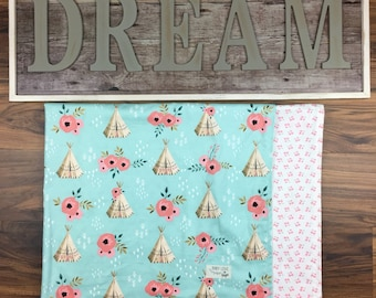 Baby blanket , flannel amd quilting cotton fabric    Teepees and florals