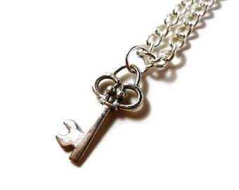 Silver Key Necklace, Skeleton Key Charm Necklace, Lock Pendant Necklace, Teen Jewelry, Women's Jewelry, Metal Chain Necklace, Gift for Her