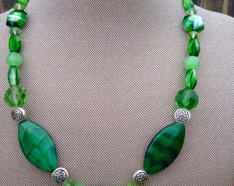 Gorgeous Emerald Green Beaded Necklace